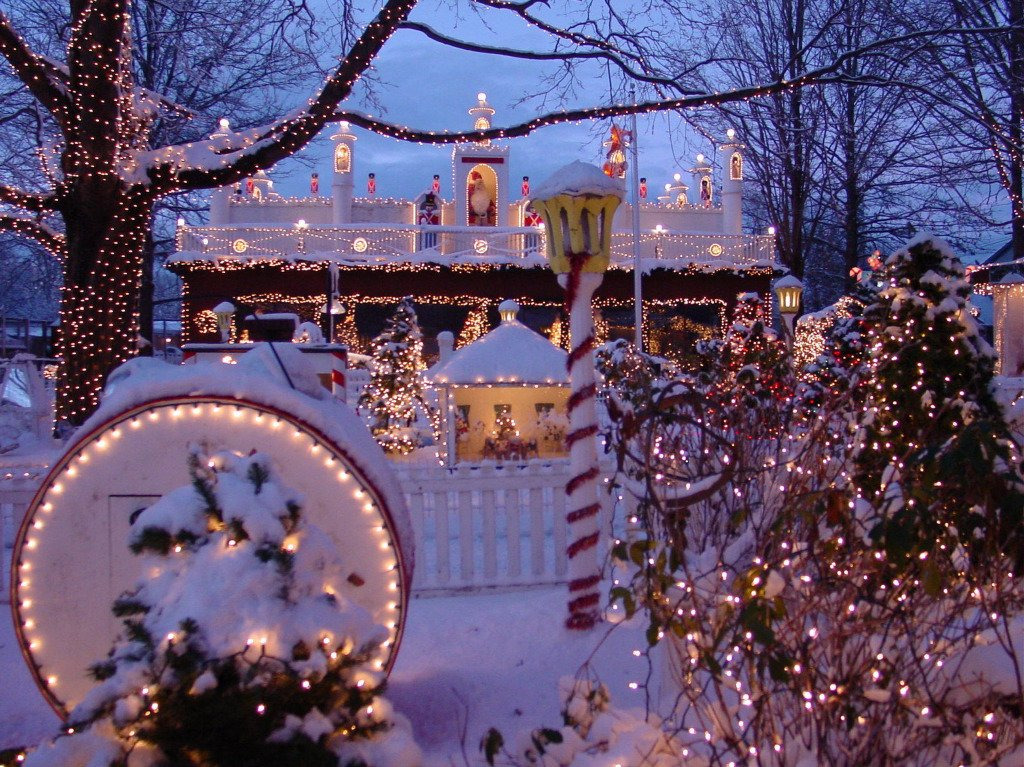 The Top 9 Best Christmas Displays In Massachusetts