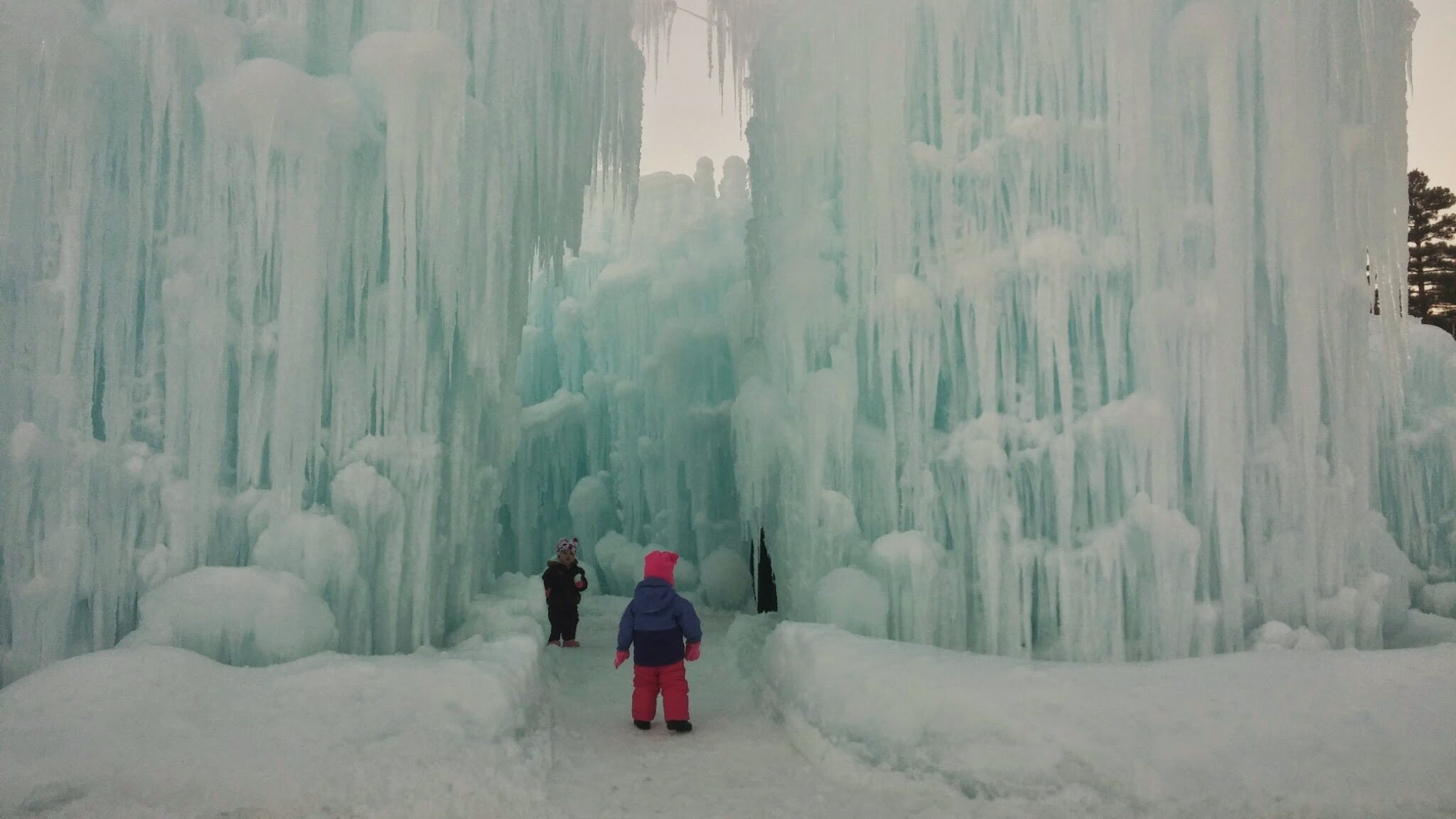 Ice Castles In Lincoln Nh New Hampshire Kidsnew